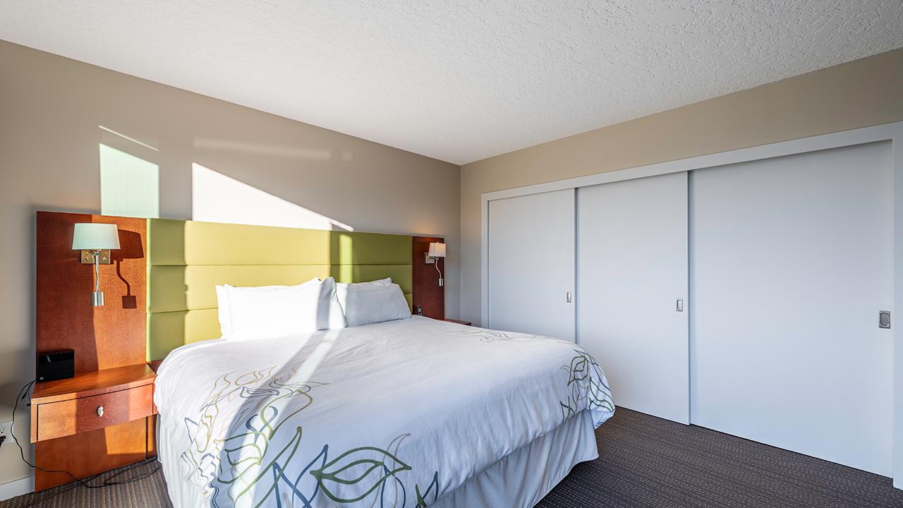 Bedroom - Victoria Regent Hotel, Victoria