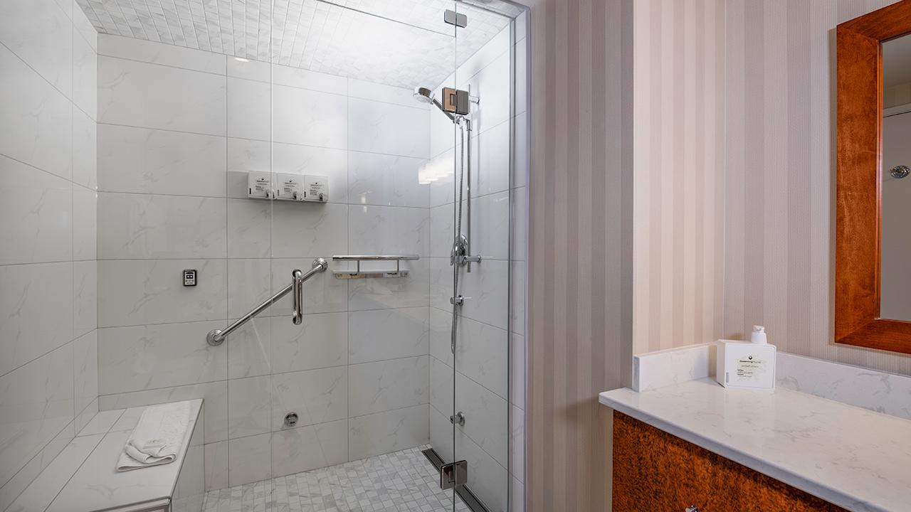 Bathroom - Suite 800 at Victoria Regent Hotel