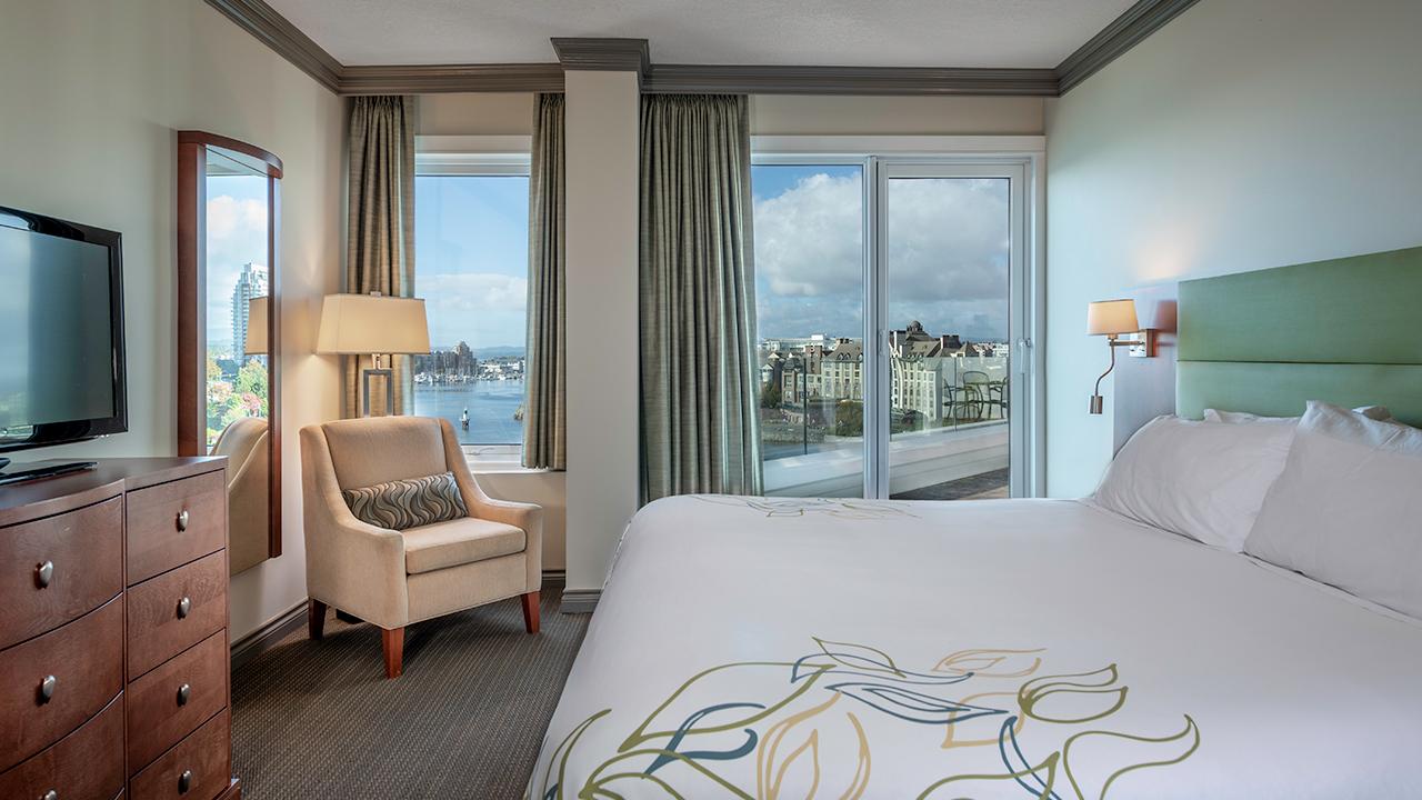 Bedroom - Suite 800 at Victoria Regent Hotel
